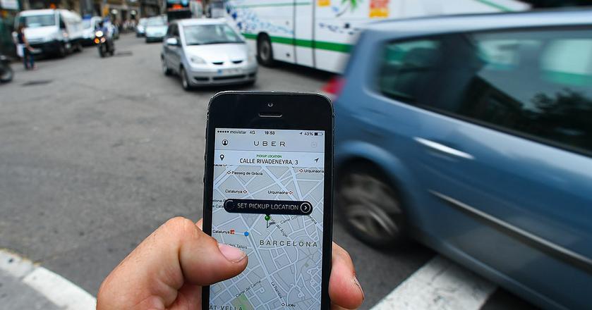 To smartfony i geolokalizacja umożliwiają rozwój usług car sharingu, transportu na życzenie