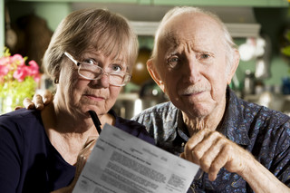 Umowy poza lokalem: Seniorzy na pokazach nadal nie są bezpieczni