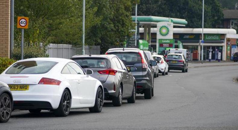Petrol queues have persisted in the UK (Daily Advent)