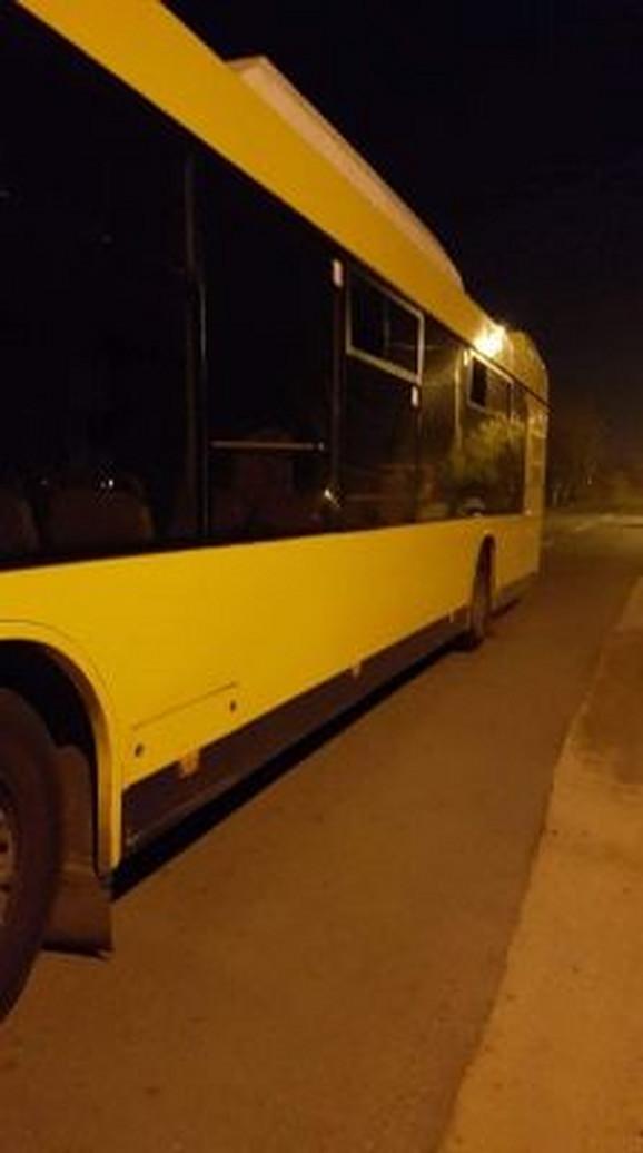 Autobus stoji već više od osam sati