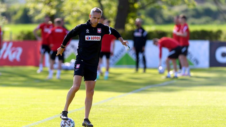 Selekcjoner piłkarskiej reprezentacji Polski Paulo Sousa na treningu podczas zgrupowania kadry