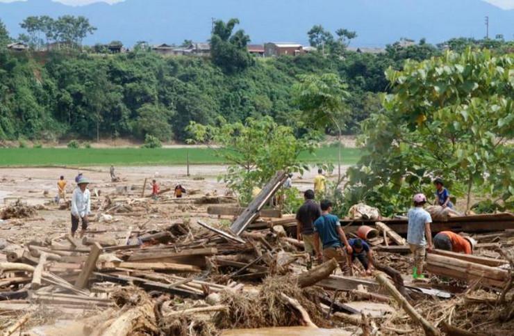 Vijetnam poplave AP