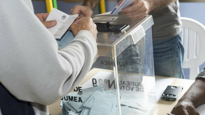 Partia prezydencka stoi przed szansą zdobycia większoś - wskazują sondaże