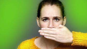 A száj enyhe szaga. A reflux is okozhat rossz leheletet