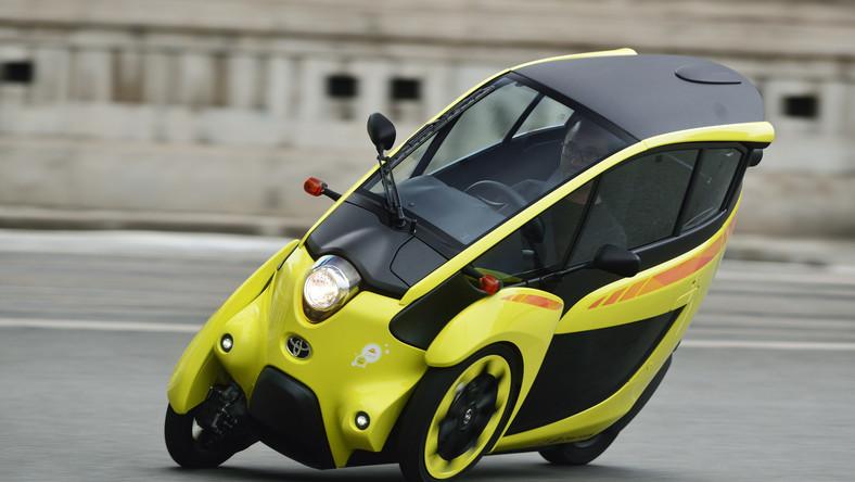 Od początku października mieszkańcy Grenoble we Francji będą mogli wypożyczać futurystyczne, niewielkie pojazdy elektryczne. System będzie w pełni zintegrowany z transportem publicznym i pozwoli dojechać tam, gdzie nie docierają tramwaje i autobusy. 70 pojazdów dostarczy miastu Toyota.