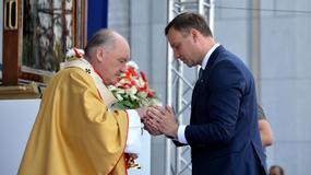 """Andrzej Duda """"ratuje"""" hostię. Czy mógł tak postąpić w świetle przepisów kościelnych?"""