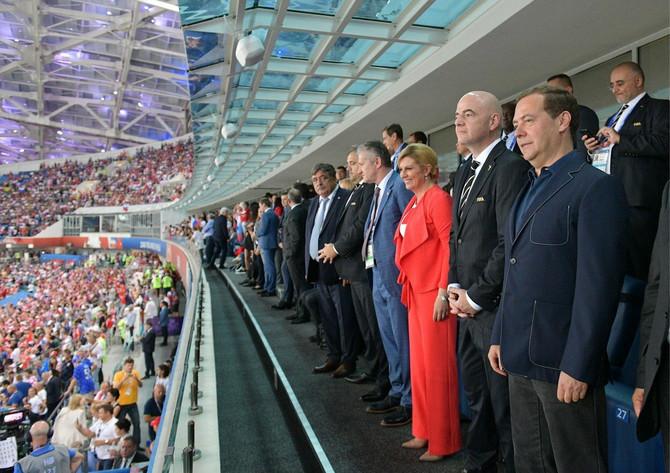 Kolinda u svečanoj  loži na stadionu u Sočiju