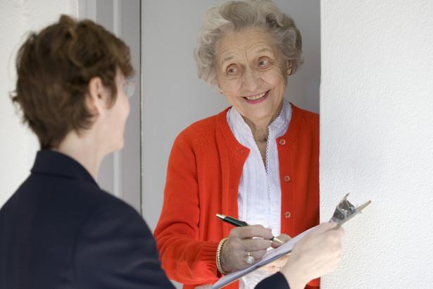 Kandydat na rachmistrza spisowego musi mieć ukończone 18 lat i posiadać co najmniej średnie wykształcenie (fot. shutterstock)