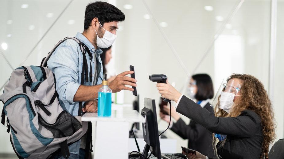 Paszport covidowy w Polsce? Na czym miałby polegać? Jakie dawałby korzyści?
