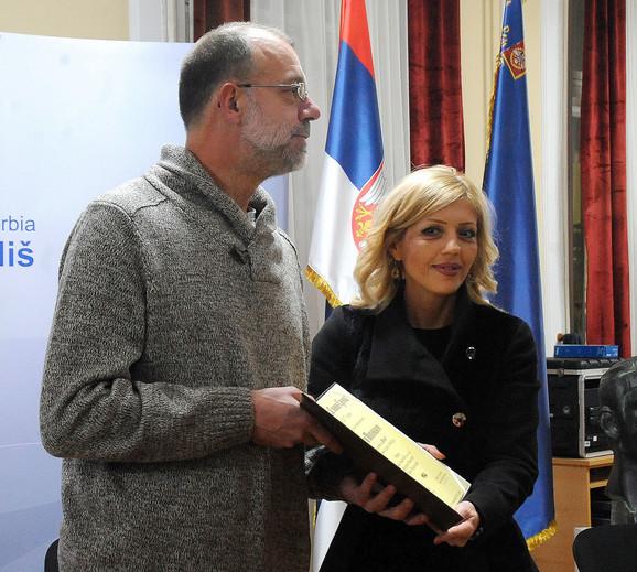 Gradska većnica Jelena Mitrovski predala nadgradu