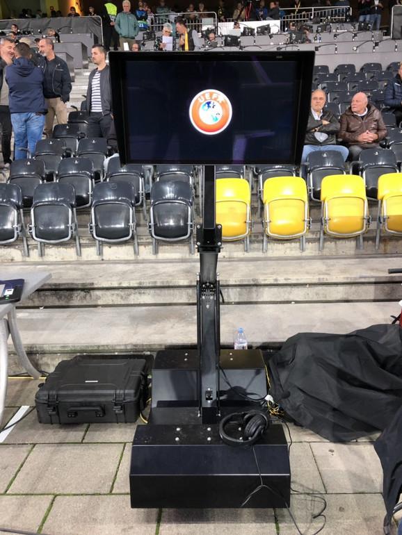 VAR-monitor na stadionu Jang Bojsa