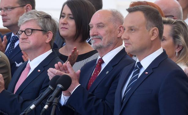 """""""Dzisiejsza współpraca z BBN na sali Pałacu Prezydenckiego była wspaniała, znakomita. BBN przedstawił prezydentowi do podpisu ustawę, która przyjął miesiąc temu Sejm, i prezydent ją podpisał"""""""