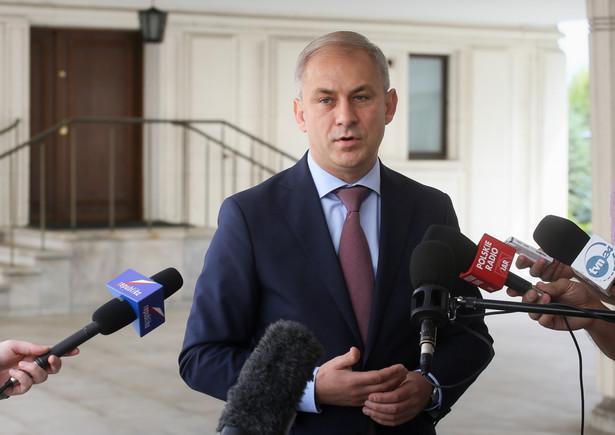 Poseł Grzegorz Napieralski podczas konferencji prasowej