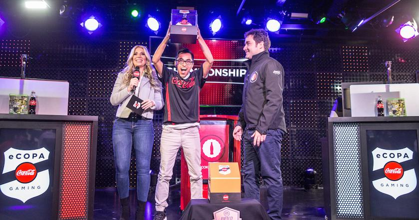 Zwycięzca eCOPA - turnieju FIFA 17 zorganizowanego przez Coca-Colę