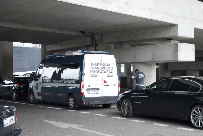 Kierowcy Ubera wpadli w Łodzi w ręce policji na dworcu Fabrycznym