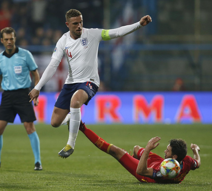 Fudbalska reprezentacija Crne Gore, Fudbalska reprezentacija Engleske
