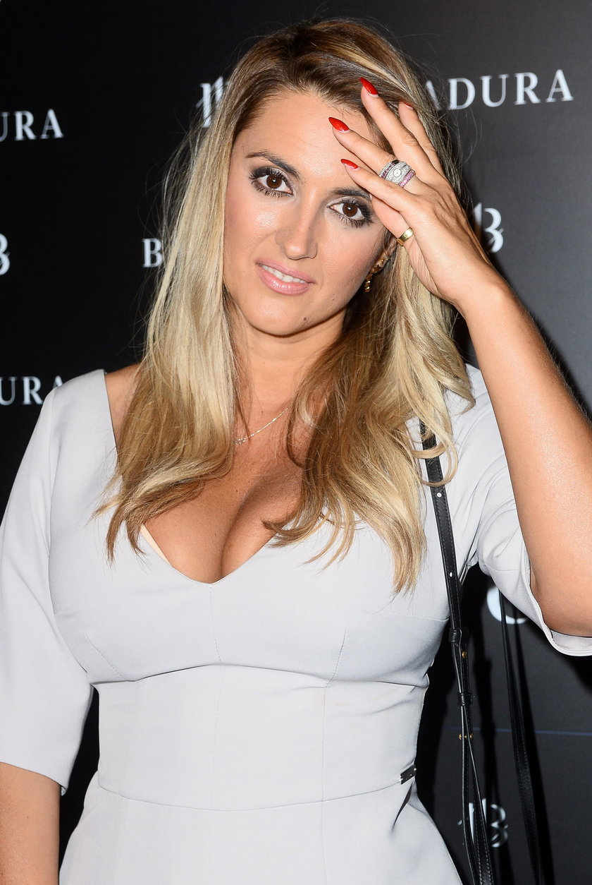 Karolina Szostak w seksownej sukience. Co za dekolt!