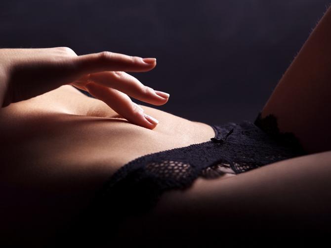 Evo zašto bi trebalo da masturbirate tokom menstruacije