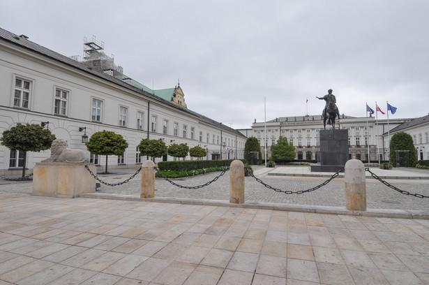 W Warszawie walentynkowe spotkanie odbyło się przez Pałacem Prezydenckim