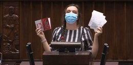 Posłanka Jachira wściekła się i podarła konstytucję! Dlaczego?