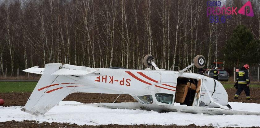 Samolot kapotował w Milewie. Wszyscy przeżyli