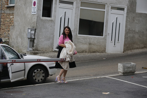 Folkerku IŠAMARALI U PARIZU: Prošla kao bosa po trnju!