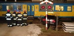 Pijana wjechała pod pociąg. Cudem nikt nie zginął