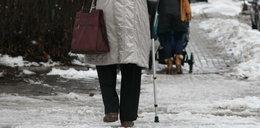 Emerytka poślizgnęła się na chodniku. Dostanie 322 tysiące złotych!