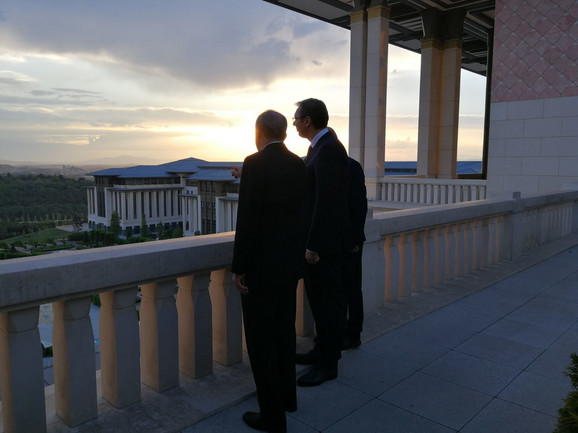 Na terasi Erdoganove palate