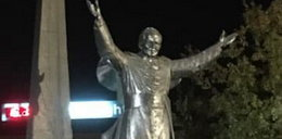 Skandal w Pile. Pomnik Jana Pawła II obrzucono jajkami
