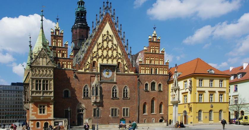 Dolny Śląsk zamieszkiwany jest przez ponad 3 mln ludzi. Lotnisko Wrocław-Strachowice w ubiegłym roku obsłużyło 2,4 mln podróżnych