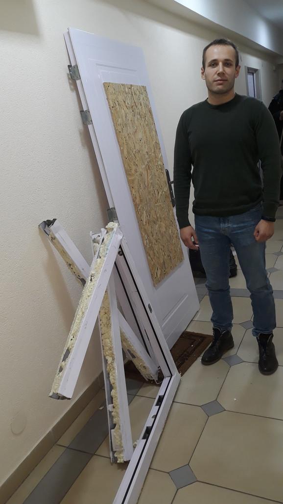 Mršić je morao da zameni vrata jer su bila dosta oštećena