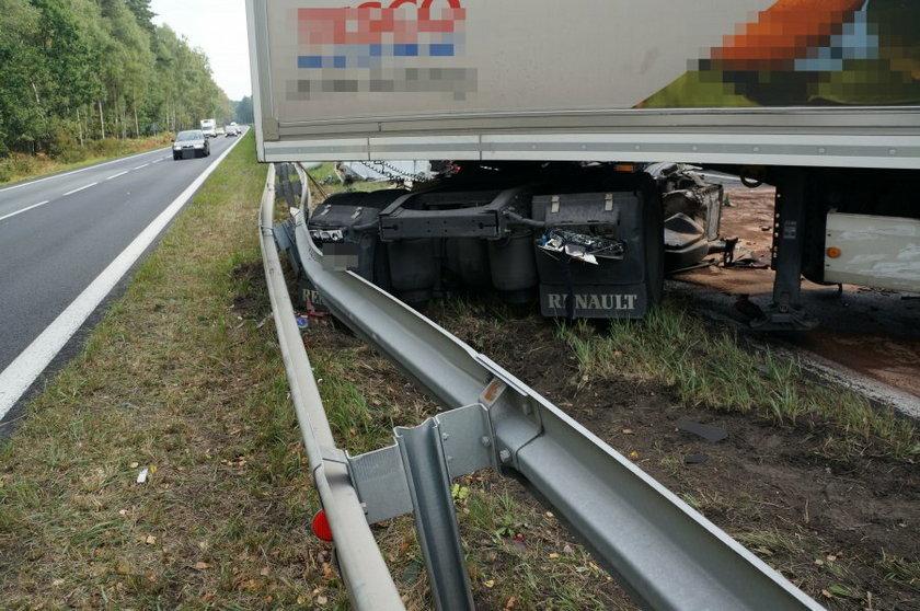 Kobiór. Zderzenie dwóch ciężarówek na DK-1