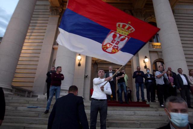 Boško obradović ispred Skupštine