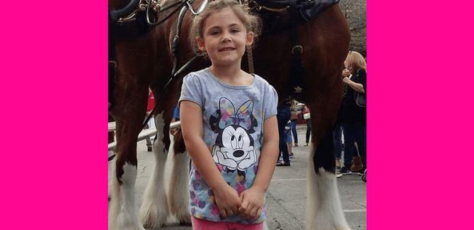 Devojčica u zabavnom parku