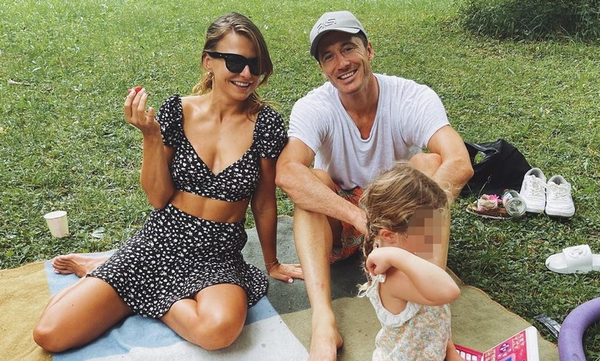 Anna i Robert Lewandowscy spędzili czas z córkami na łonie natury.