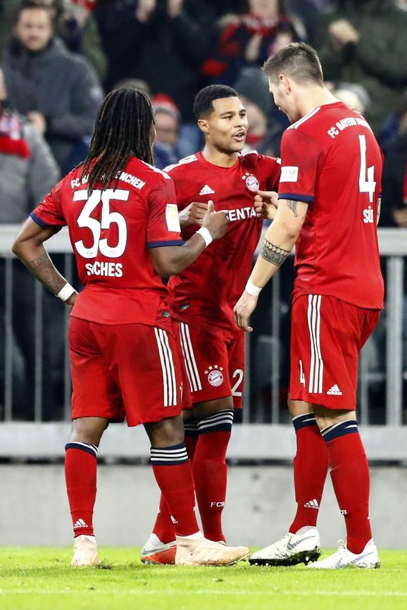 Igrači Bajerna slave gol protiv Frajburga