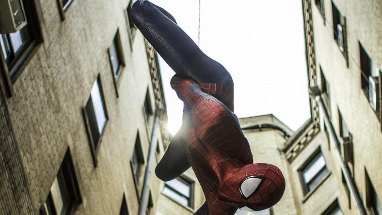 """Dla wielu najbardziej oczekiwanym tytułem jest """"Niesamowity Spider-Man 2"""". W najnowszej odsłonie swych przygód Człowiek-Pająk (Andrew Garfield) będzie musiał pokonać aż trzech superłotrów: Electro (Jamie Foxx), Rhino (Paul Giamatti) i Zielonego Goblina (Dane DeHaan). Do tego dojdą oczywiście perypetie sercowe z Gwen Stacy (Emma Stone). Za kamerą ponownie Marc Webb"""