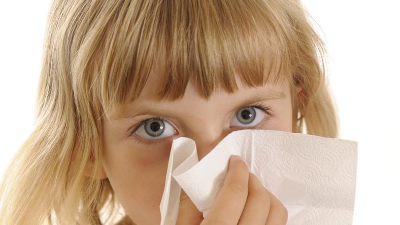 Symptomem pierwotnego niedoboru odporności u dziecka mogą być częste i uporczywe zakażenia