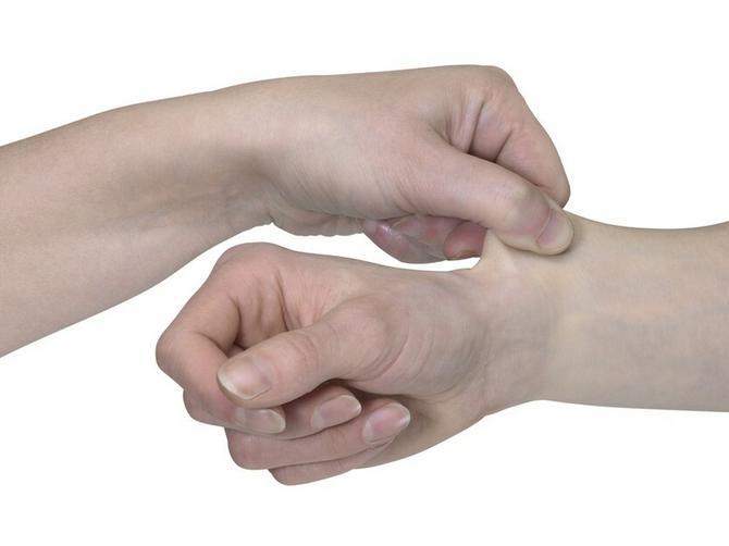 Uštinite se za šaku i pratite OVE PROMENE. Ako vam koža ostane BELA i posle 15 sekundi - U PROBLEMU STE!