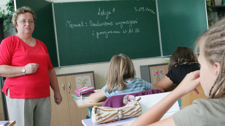 MEN chce kontrolować czas pracy nauczycieli