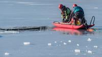 Lód załamał się pod 16-latką! O włos od tragedii