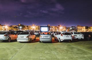 Film przyjechał! Kina samochodowe zyskują na popularności