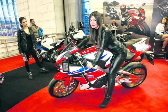 Održava se i Sajam motocikala koji će biti izloženi u halama 7, 8 i 9. Spremna je 41 premijera motocikala, skutera, kvadova i bicikala