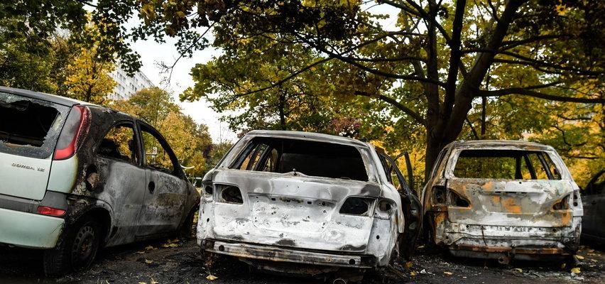 7 samochodów płonęło we Wrocławiu na środku osiedla. To podpalenia?