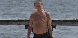 Jan Englert rozebrał się na plaży. Jego klata...