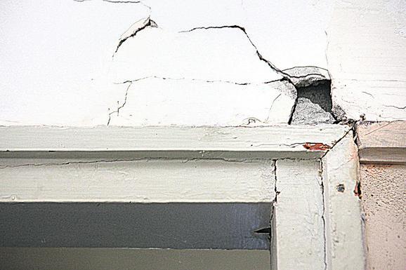 Vrata su izbijena  iz štoka