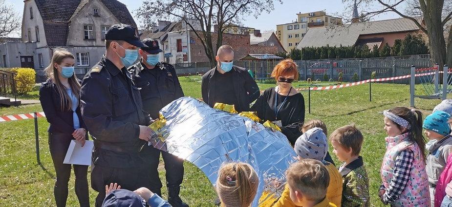 Koce termiczne trafiły do przedszkolaków ze Złocieńca