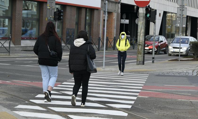 Zmiana przepisów drogowych. Pierwszeństwo pieszych na pasach