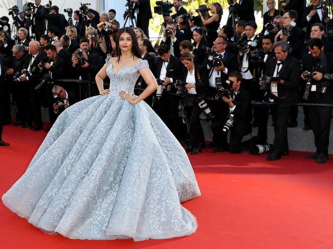 Bože, koliko su ove haljine DIVNE! Ne možemo da prestanemo da ih gledamo...